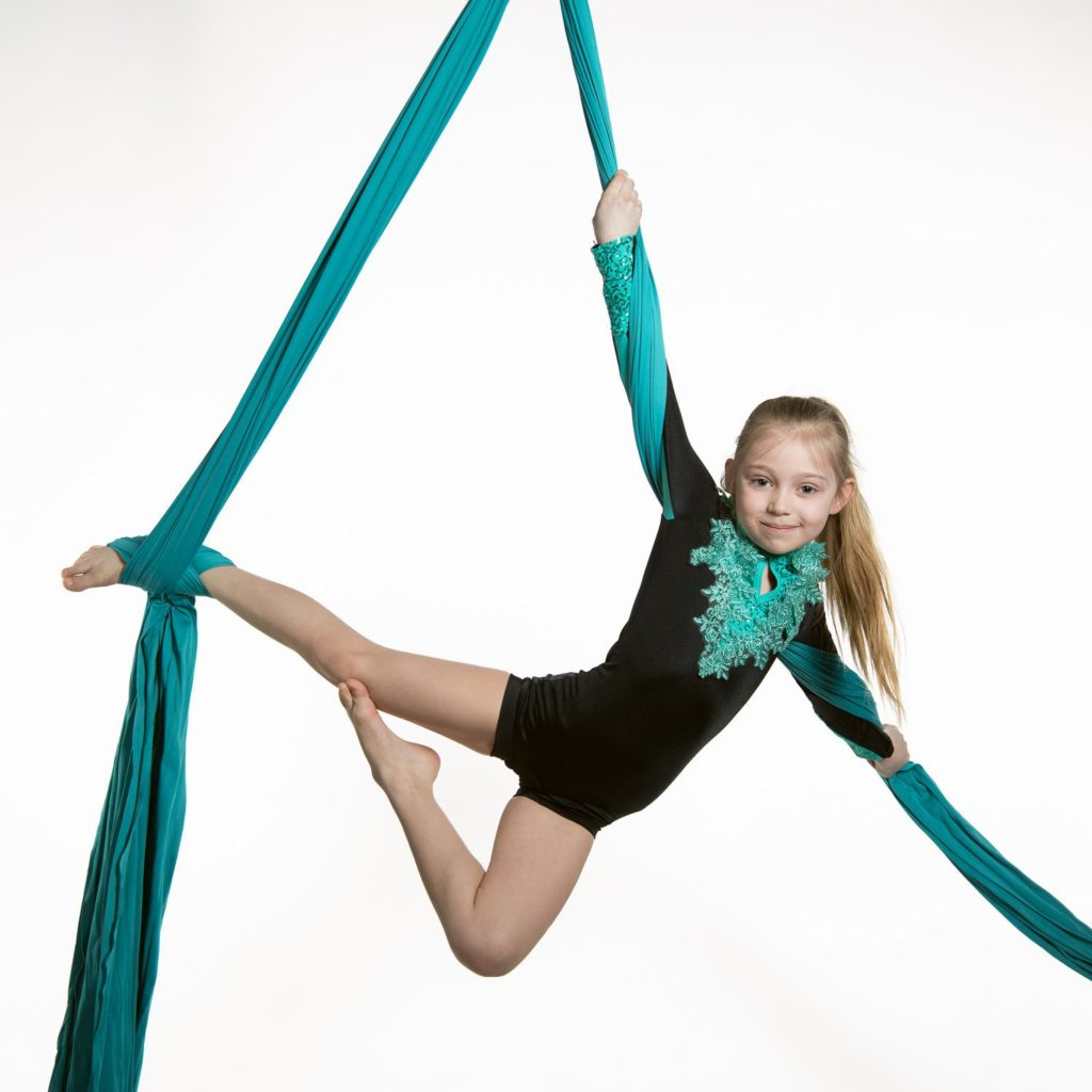 Aerial Silk Luftakrobatik | Kinder Kurse im Circus Center Bruck/Mur