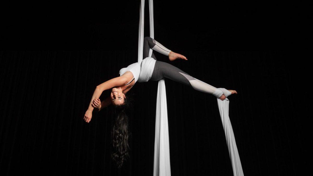 Aerial Silk Luftakrobatik | Erwachsenen Kurse im Circus Center Bruck/Mur