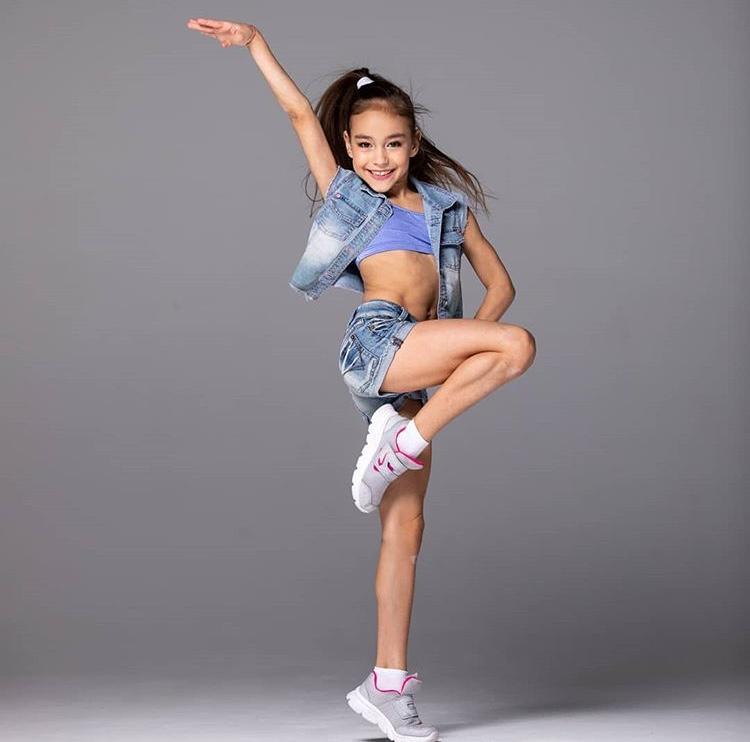 Akrobatik Tanz Minis (ab 3 Jahren)