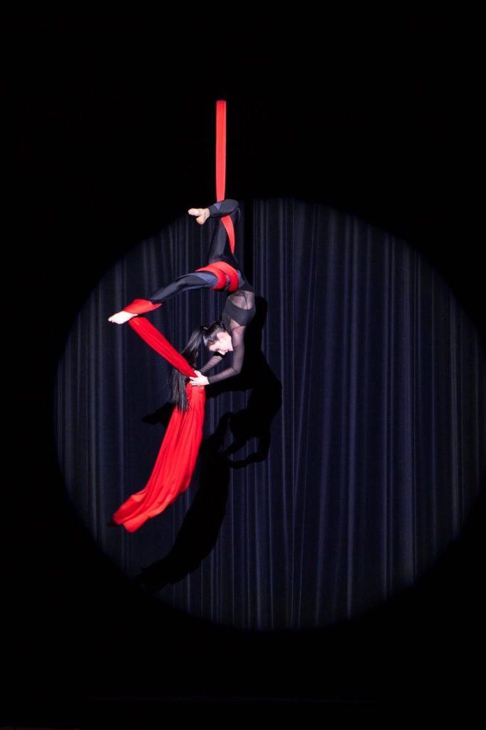 Performance von Merith Seibert: Luftakrobatik Show